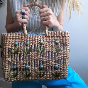 1960's braided straw bag with tulips